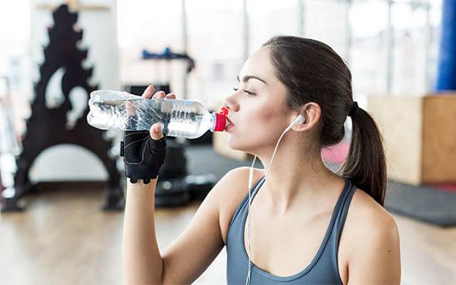 ดื่มน้ำก่อนออกกำลังกาย